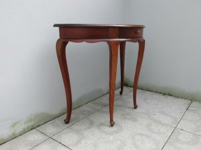Vintage mahogany console. Nordic furniture. Vintage furniture. Classical furniture. Restorations.