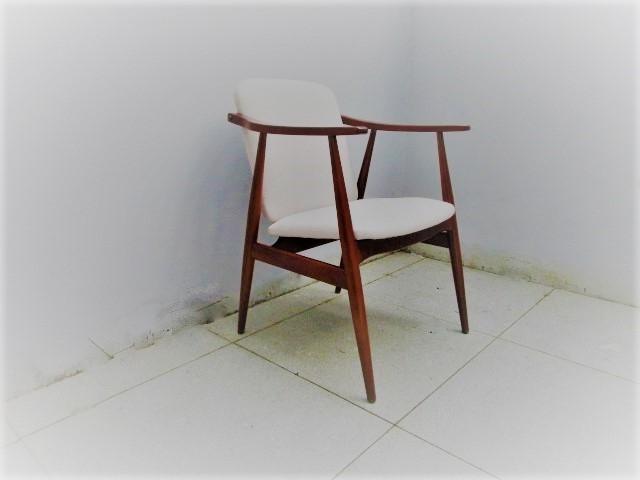 Nordic style chair. Nordic furniture in Porto. Vintage furniture in Porto. Restoration of furniture in Porto.
