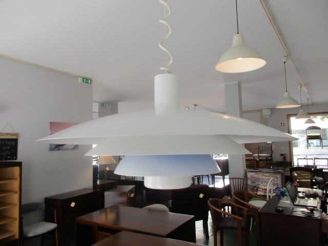 Nordic ceiling lamp. Nordic furniture in Porto. Vintage Furniture in Porto. Restoration of furniture in Porto.
