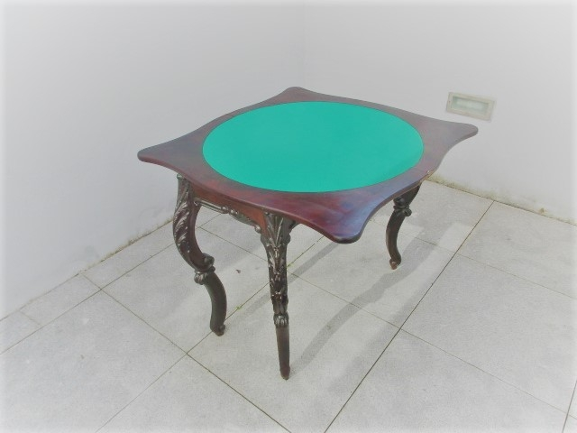 Vintage play table. Nordic furniture in Porto. Vintage Furniture in Porto. Restoration of furniture in Porto.