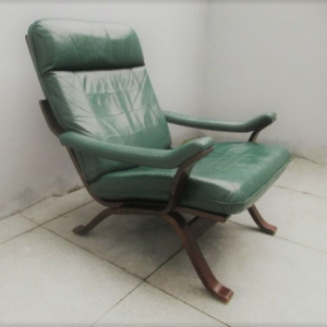 Cadeira nórdica em pele