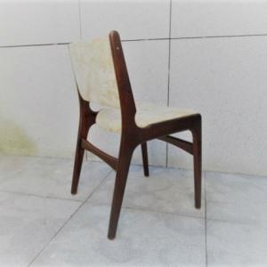 Cadeiras nórdicas com desenho de Erik Buch
