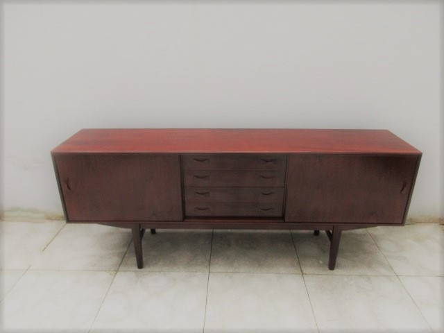 Nordic sideboard in teak, produced by Clausen & Søn.Nordic furniture in Porto.Vintage furniture in Porto.Restoration of furniture in Porto.