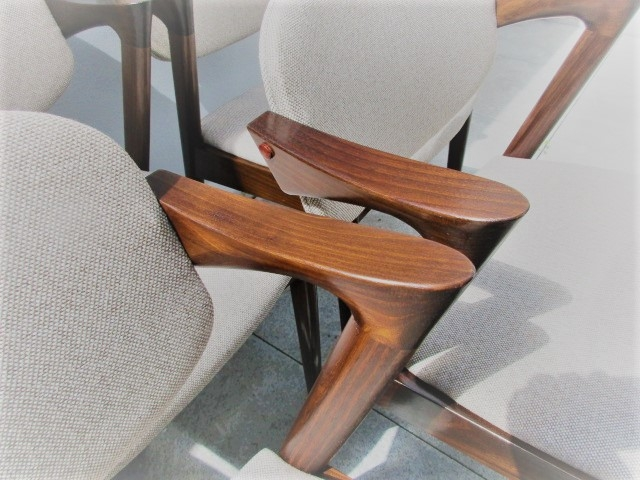 Nordic style chairs, designed by Kai Kristiansen, model 42. Nordic furniture in Porto. Vintage furniture in Porto. Restoration of furniture in Porto.