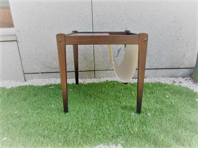 Nordic folding table in oak, produced by BRDR Furbo. Nordic furniture in Porto. Vintage furniture in Porto. Restoration of furniture in Porto.