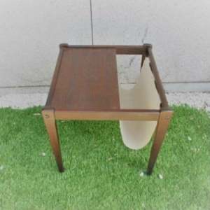 Mesa revisteira nórdica em carvalho