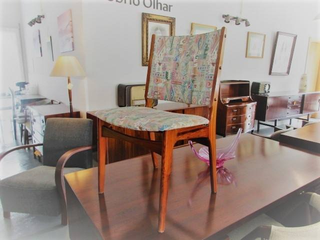 Nordic chairs in rosewood. Nordic furniture in Porto. Nordic furniture in Porto. Restoration of furniture in Porto.