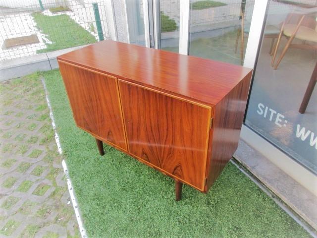 Nordic sideboard in rosewood designed by Carlo Jensen. Nordic furniture in Porto. Vintage furniture in Porto. Restoration of furniture in Porto.