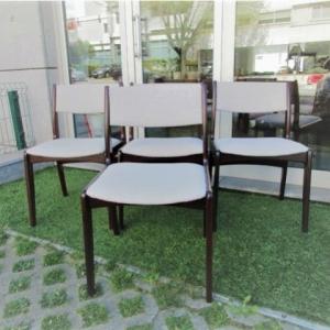Cadeira nórdica em pau santo da Skovby Mobelfabrik