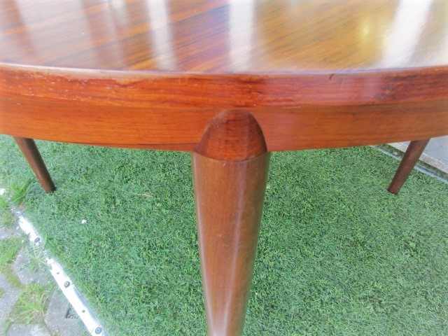 153/5000 Nordic dining table in rosewood, designed by Severin Hansen.Nordic furniture in Porto.Vintage furniture in Porto.Restoration of furniture in Porto.