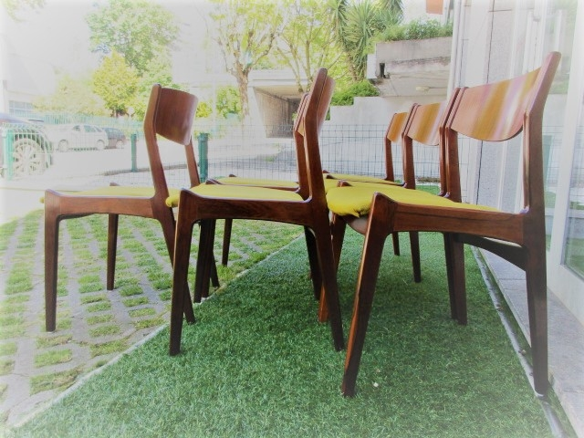 Nordic chairs in rosewood, designed by Erik Buch. Nordic furniture in Porto. Vintage furniture in Porto. Restoration of furniture in Porto.