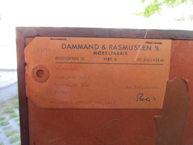 Nordic sideboard in rosewood, produced by Dammand & Rasmussen Møbelfabrik.Nordic furniture in Porto.Vintage furniture in Porto.Restoration of furniture in Porto.
