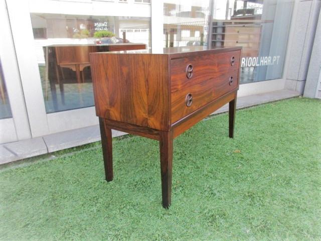 Nordic console in rosewood. Nordic furniture in Porto. Vintage furniture in Porto. Restoration of furniture in Porto.