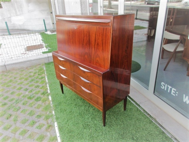 Nordic desk / secretary in rosewood, designed by Ib Kofod Larsen.Nordic furniture in Porto.Vintage furniture in Porto.Restoration of furniture in Porto.