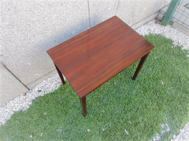 Nordic coffee table (center) in rosewood.Nordic furniture in Porto.Vintage furniture in Porto.Restoration of furniture in Porto.