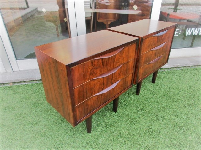 Nordic bedside tables in rosewood. Nordic furniture in Porto. Vintage furniture in Porto. Restoration of furniture in Porto.