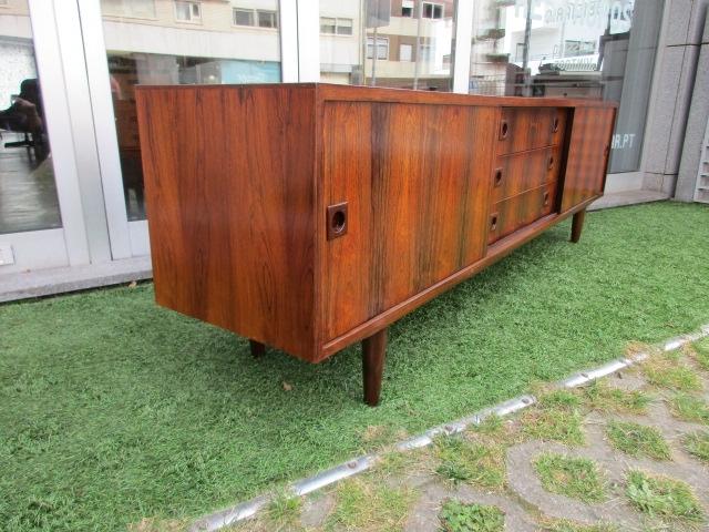 Nordic sideboard in rosewood.Nordic furniture in Porto.Vintage furniture in Porto.Restoration of furniture in Porto.