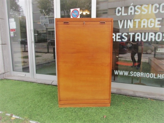 File, bookkeeper, Nordic, with 1 sliding door. Nordic furniture in Porto. Vintage furniture in Porto. Restoration of furniture in Porto.