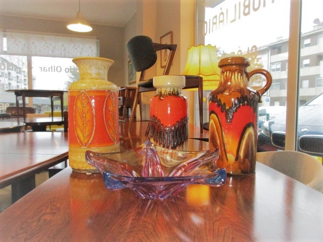Decoration pieces. West German ceramics jars, Murano crystal cups and glass jars. Nordic furniture in Porto. Vintage furniture in Porto. Restoration of furniture in Porto.