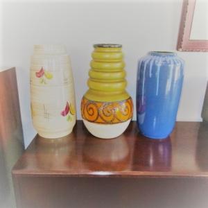 Peças de decoração em cerâmica, cristal e vidro