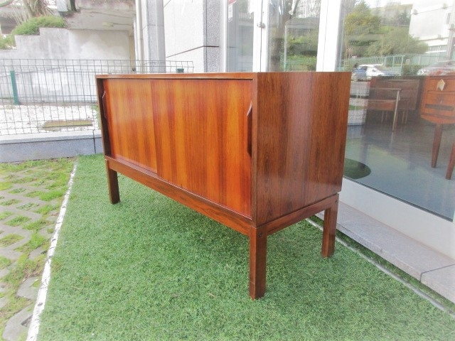 Nordic sideboard in rosewood..Nordic furniture in Porto.Vintage furniture in Porto.Furniture restoration in Porto.