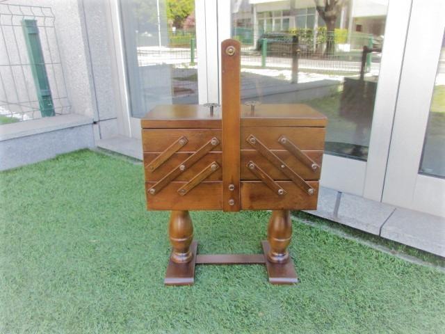 Dressmaker, sewing furniture, vintage. Nordic furniture in Porto. Vintage furniture in Porto. Furniture restoration in Porto