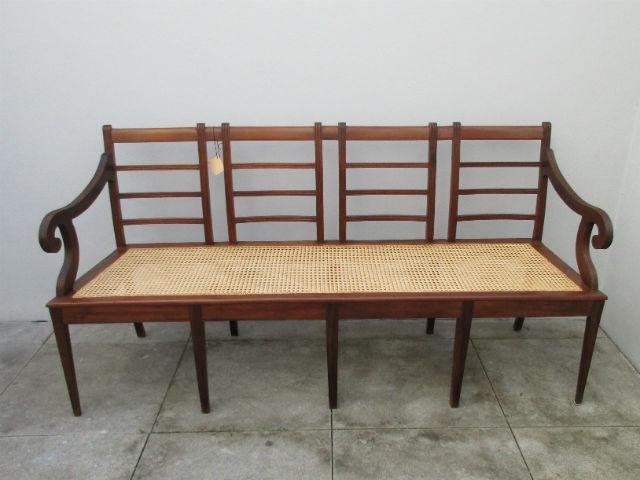 Canapé old straw. Nordic furniture. Vintage furniture. Classical furniture. Restoration.