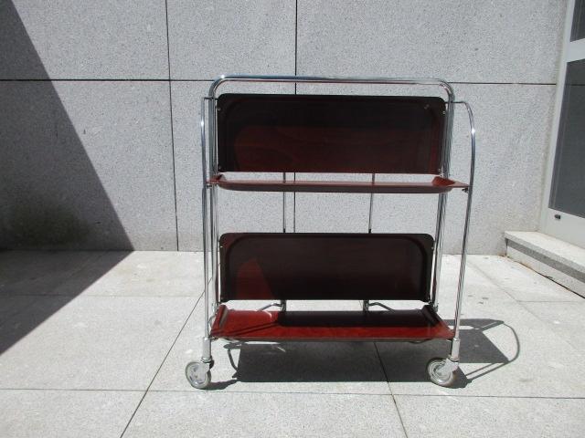 Serving trolley by Bremshey & Co. Nordic furniture in Porto. Vintage Mobliliário in Porto. Restoration of furniture in Porto.
