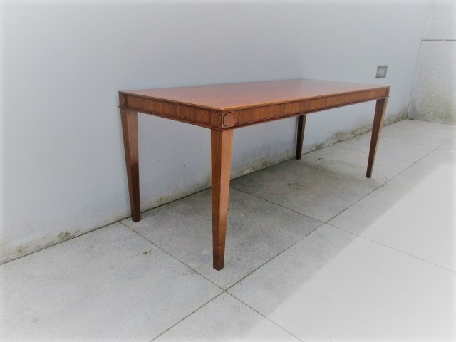 Nordic support table in rosewwod.Nordic furniture in Porto.Vintage furniture in Porto.Restoration of furniture in Porto.