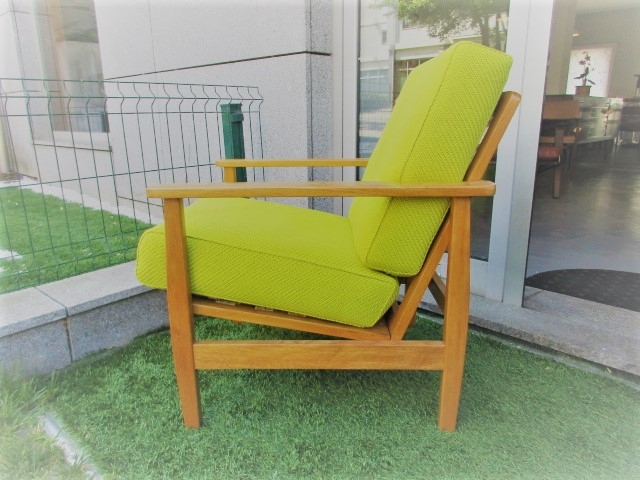 Nordic chair in oak. Nordic furniture in Porto. Vintage furniture in Porto. Restoration of furniture in Porto.