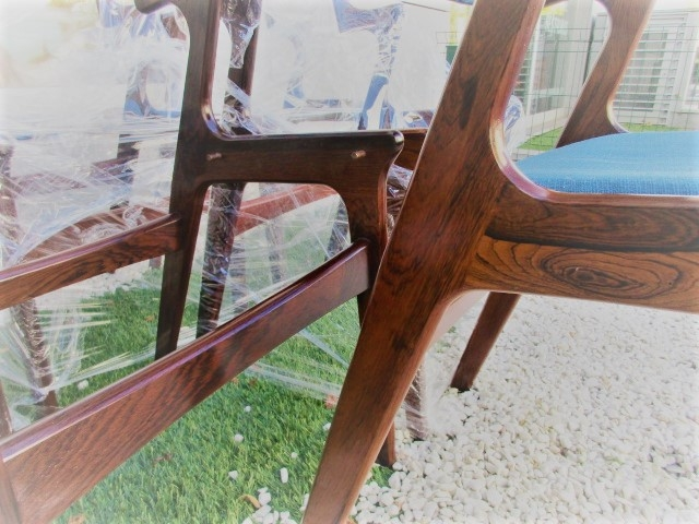 Nordic chairs in rosewood, produced by Nova Mobler.Nordic furniture in Porto.Vintage furniture in Porto.Restoration of furniture in Porto.
