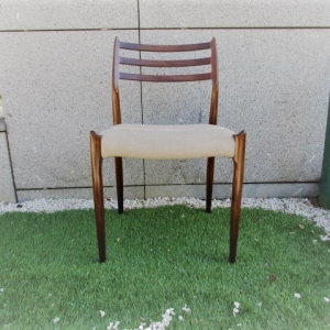 Cadeira tipo nórdico, desenho de N. Moller