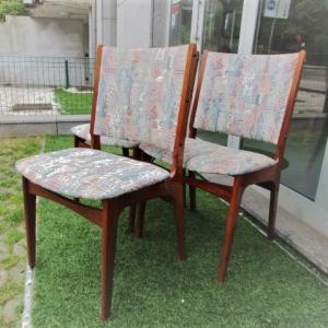 Cadeiras nórdicas em pau santo