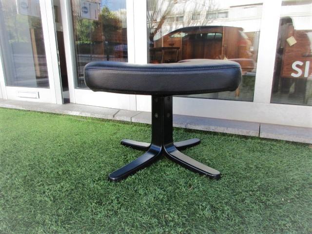 Nordic benches footstools.Nordic furniture in Porto.Vintage furniture in Porto.Restoration of furniture in Porto.