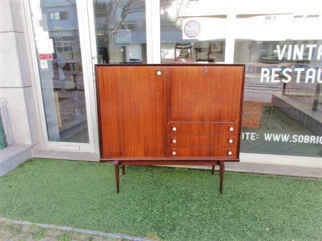 Vintage bar furniture in rosewood.Nordic furniture in Porto.Vintage furniture in Porto.Restoration of furniture in Porto.