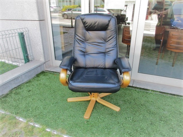Nordic leather armchair. Nordic furniture in Porto. Vintage furniture in Porto. Furniture restoration in Porto.