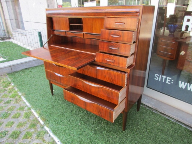 Nordic desk / secretary in rosewood, designed by Ib Kofod Larsen.Nordic furniture in Porto.Vintage furniture in Porto.Furniture restoration in Porto.