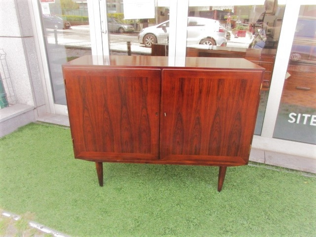 Nordic sideboard in rosewood, designed by Kai Winding.Nordic furniture in Porto.Vintage furniture in Porto.Furniture restoration in Porto.