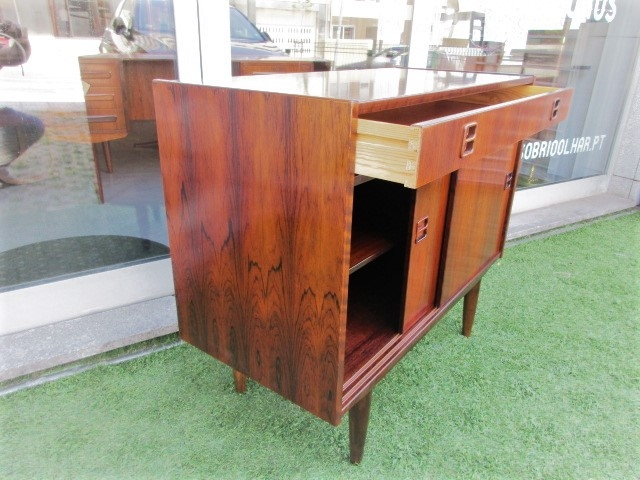 Nordic cabinets in rosewood.Nordic furniture in Porto.Vintage furniture in Porto.Furniture restoration in Porto.