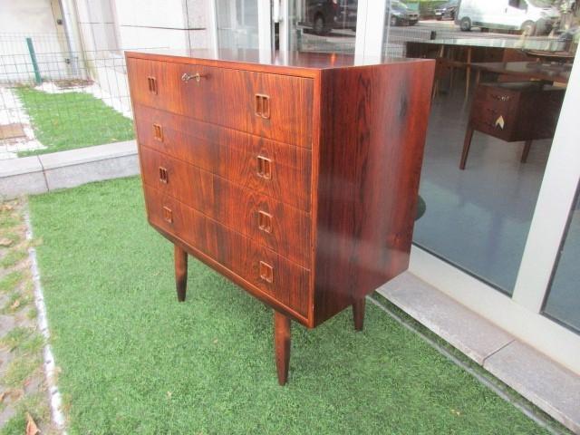 Cómoda nórdica em pau santo. Mobiliário nórdico no Porto. Mobiliário vintage no Porto. Restauro de móveis no Porto.