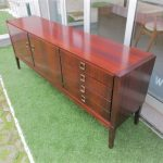 Vintage sideboard in rosewood. Nordic furniture in Porto. Vintage furniture in Porto. Furniture restoration in Porto.