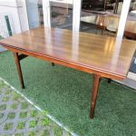 Nordic dining table in rosewood designed by Johannes Andersen. Nordic furniture in Porto. Vintage furniture in Porto. Furniture restoration in Porto.