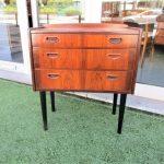Nordic console in rosewood. Nordic furniture in Porto. Vintage furniture in Porto. Furniture restoration in Porto.