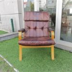 Nordic leather armchair. Nordic furniture in Porto. Vintage furniture in Porto. Restoration of furniture in Porto.