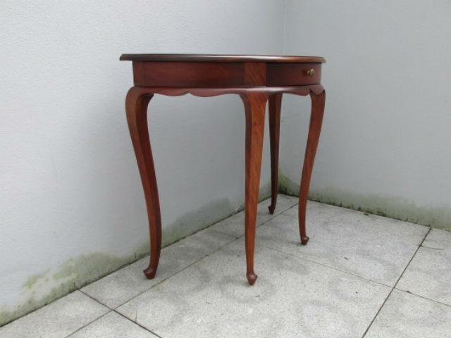 Vintage mahogany console. Nordic furniture. Vintage furniture. Classical furniture. Restorations.