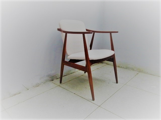 Nordic style chair. Nordic furniture in Porto. Vintage furniture in Porto. Restoration of furniture in Porto.