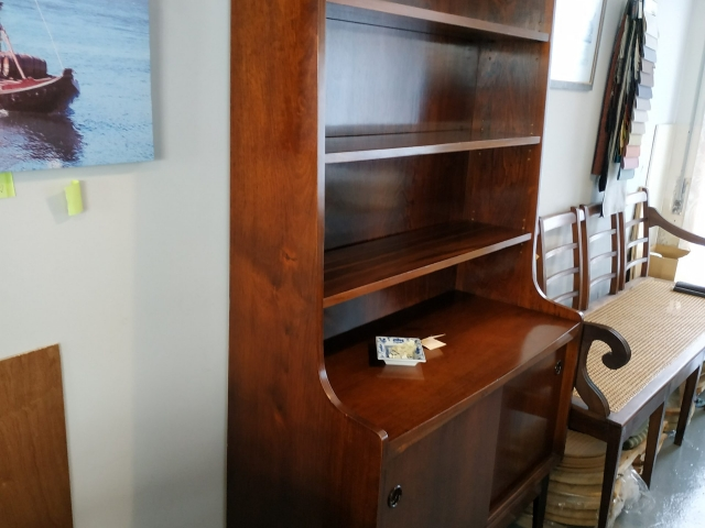 Nordic bookcase in rosewood, designed by Johannes Sorth. Nordic furniture in Porto. Vintage furniture in Porto. Furniture restoration in Porto.