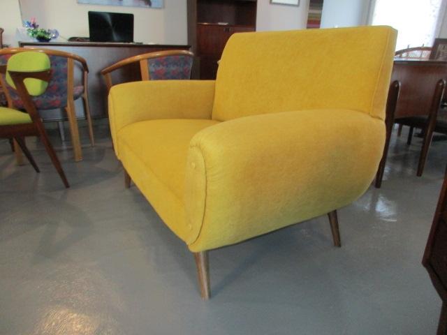 Vintage Nordic sofa. Nordic furniture in Porto. Vintage Furniture in Porto. Restoration of furniture in Porto.