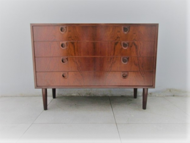 Nordic chest of drawers in rosewood.Nordic furniture in Porto.Vintage furniture in Porto.Restoration of furniture in Porto.