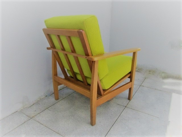 Nordic chair in oak. Nordic furniture in Porto. Vintage furniture in Porto. Restoration of furniture in Porto.